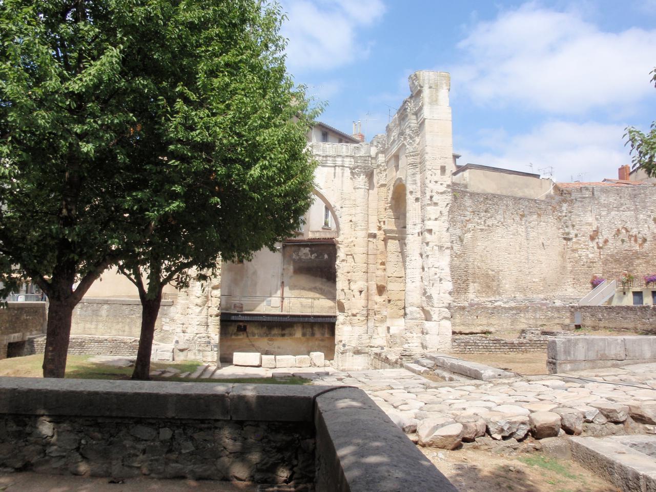Vue du temple d'Auguste et Livie